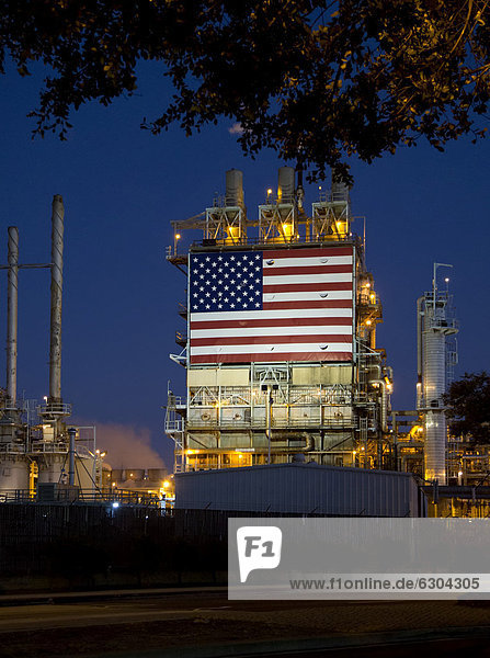 An oil refinery  operated by BP  displays a huge American flag  Wilmington  California  USA