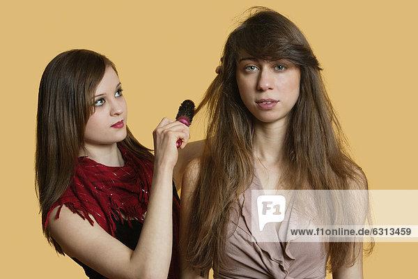 Farbaufnahme  Farbe  Portrait  Lifestyle  über  Modell  Hintergrund  jung  bekommen  Haar