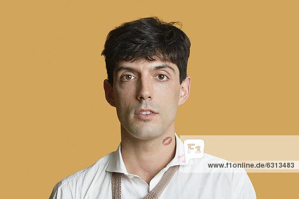 Spur  Farbaufnahme  Farbe  Portrait  Mann  über  Hemd  Hintergrund  jung