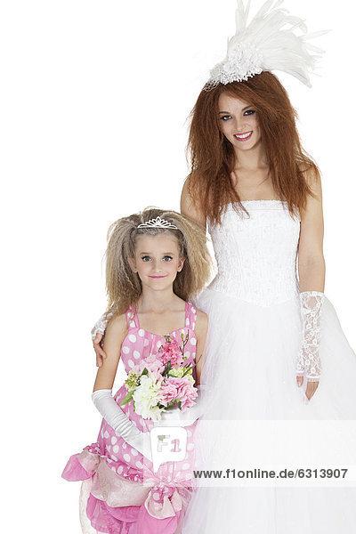 Blumenstrauß  Strauß  Portrait  Schönheit  Braut  Blume  über  halten  weiß  Hintergrund  Brautjungfer