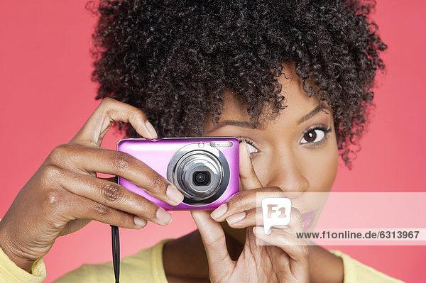 Farbaufnahme  Farbe  Portrait  Frau  Fotografie  nehmen  über  Hintergrund  amerikanisch