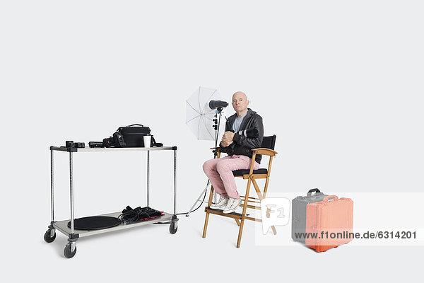 sitzend  Stuhl  Fotograf  Studioaufnahme  Gegenstand  Regiestuhl