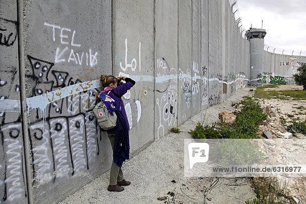 Sperrmauer mit Graffiti,  palästinensische Seite,  zwischen Bethlehem,  Westjordanland und Jerusalem,  Israel,  Naher Osten