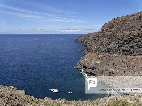 Ausflugsboot Tina vor Playa La Cantera  AlajerÛ  La Gomera  Kanarische Inseln  Kanaren  Spanien  Europa