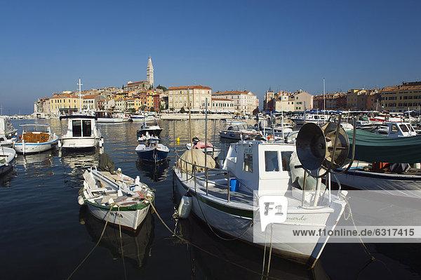 Boote im Hafen von Rovinj  Istrien  Kroatien  Europa