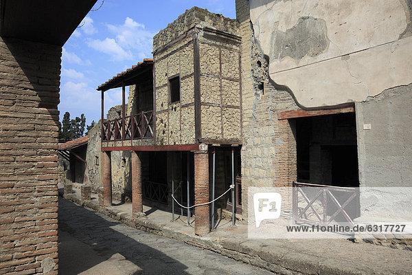 Das Fachwerkhaus in der Ruinenstadt Herculaneum  Kampanien  Italien  Europa