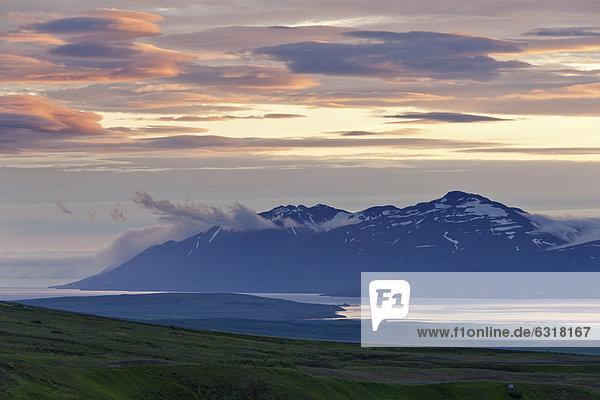 Blick zum Eyjafjör_ur  S_lur  Akureyri  Island  Europa
