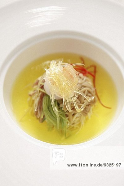 Suppe mit Tofu  Glasnudeln und Bambussprossen (China)