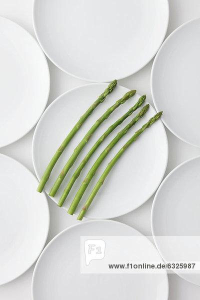 grün  Teller  Spargel