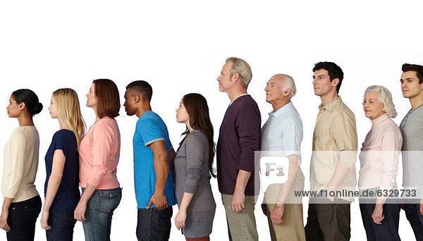 Personengruppe in einer Linie  Seitenansicht