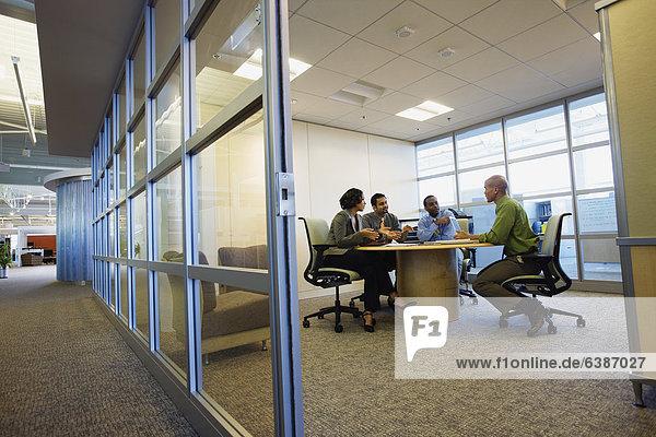Mensch  Menschen  Geschäftsbesprechung  Besuch  Treffen  trifft  multikulturell  Business