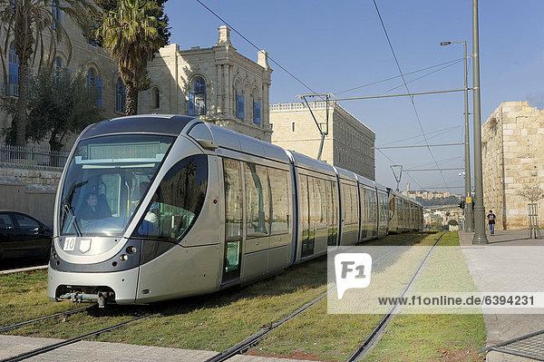 Neue Straßenbahn in Jerusalem  Light Rail Transit  in der Nähe der Altstadt  Israel  Vorderasien  Naher Osten