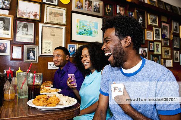 Freundschaft  lachen  Abendessen  essen  essend  isst