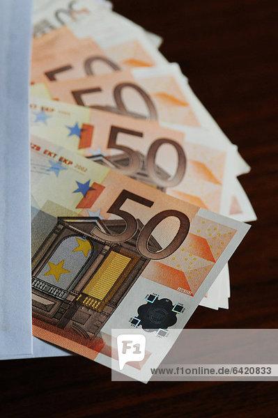 Nahaufnahme von 50 Euro-Banknoten