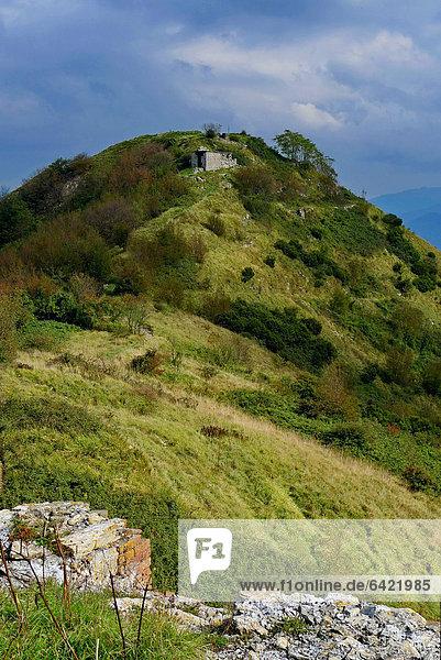 Ruine Festung Langensee Lago Maggiore Genua Italien Ligurien