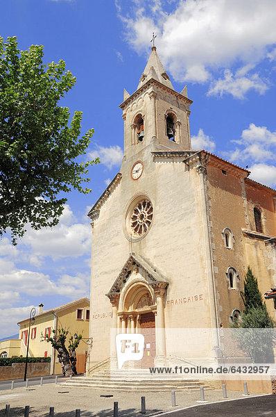 Kirche in Villes-sur-Auzon  Vaucluse  Provence-Alpes-Cote d'Azur  Südfrankreich  Frankreich  Europa  ÖffentlicherGrund