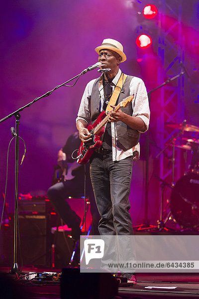 Keb' Mo'  US-American blues singer  guitarist and songwriter performing live at the concert hall of the KKL  Blue Balls Festival  Lucerne  Switzerland  Europe
