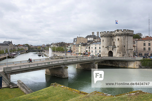 The Maas river with a road bridge  historical town gate and houses on the waterfront  Verdun  Lorraine  France  Europe