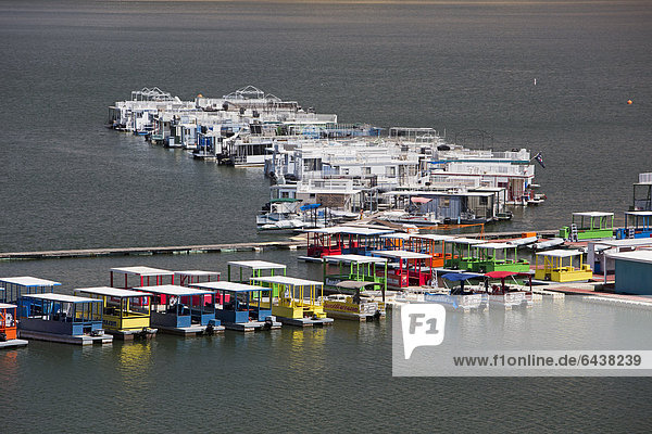 Houseboats on Lake Kaweah  an artificial reservoir for flood control purposes in the western foothills of the Sierra Nevada mountains  Three Rivers  California  USA