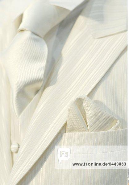 Weißer Hochzeitsanzug