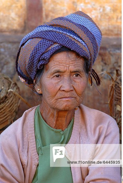 Alte Frau in Myanmar *** Local Caption ***