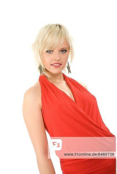 Blonde Frau im roten Kleid