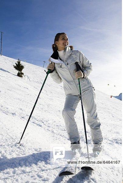 Frau fährt Ski *** Local Caption ***