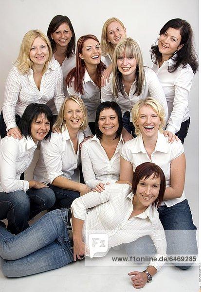 Eine Gruppe von Frauen *** Local Caption ***