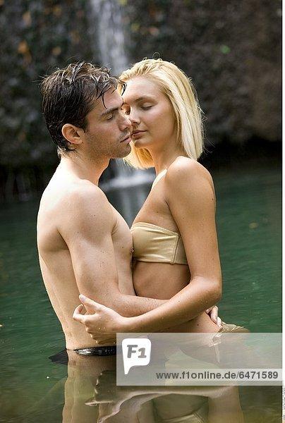 Paar im Wasser *** Local Caption ***