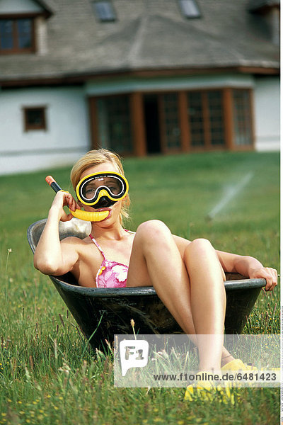 1228769 outdoor day summer people woman girl young 20-25 brunette meadow field blur rest relax bra pink lingerie bathtub flipper flippers yellow vacation play fun mask rest relax wash vertical