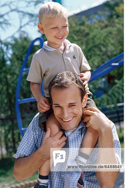 1236490 outdoor summer park spring day people child boy 0-5 fair haired rest relax blouses beige close up father man 30-35 dark blouses blue pane paned hold vertical