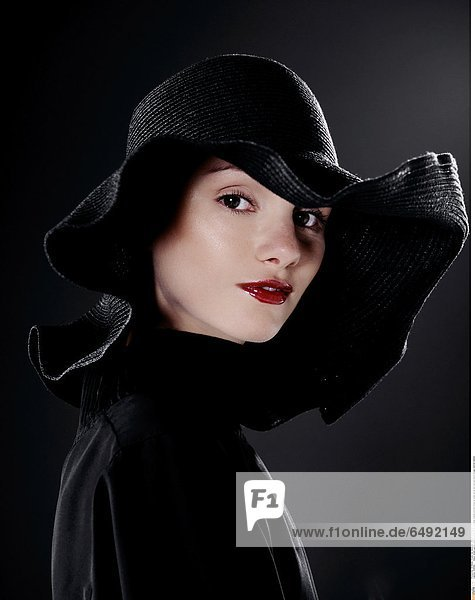 1236562 indoor studio people woman young 20-25 girl smile smiling portrait close up make up lip lips red hat black blouse vertical fashion