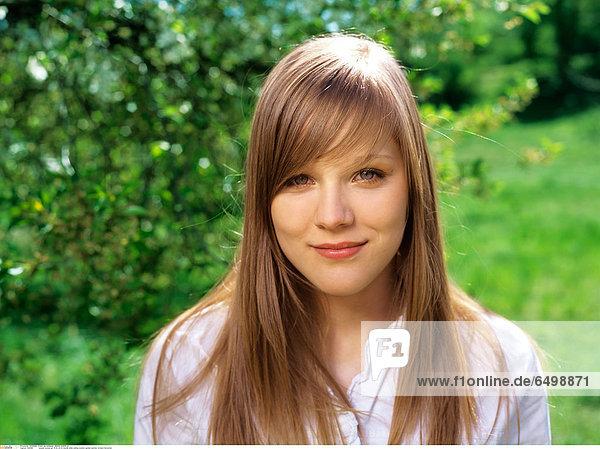 1248183 people woman girl 15-20 20-25 blonde smile smiling outdoor garden summer orchard horizontal