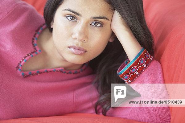 Close up Frau auf sofa