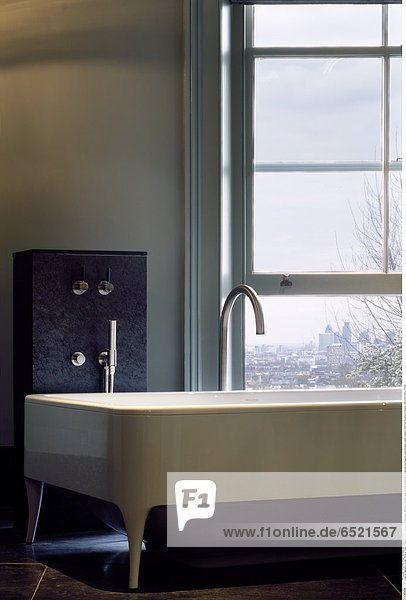 Mandatory Credit: Photo by Kilian O'Sullivan / View Pictures / Rex Features ( 880870a ) Private house daytime photograph of bath and view beyond London Greater London Architect: Stiff And Trevillion Architects ARCHITECTURAL STOCK