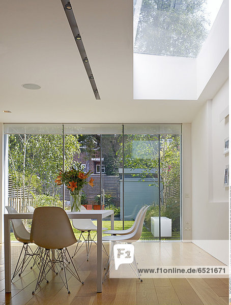 Mandatory Credit: Photo by Kilian O'Sullivan / View Pictures / Rex Features ( 880882a ) Private house daytime photograph of dining table and garden beyond London Greater London Architect: Thompson Baroni Architects ARCHITECTURAL STOCK