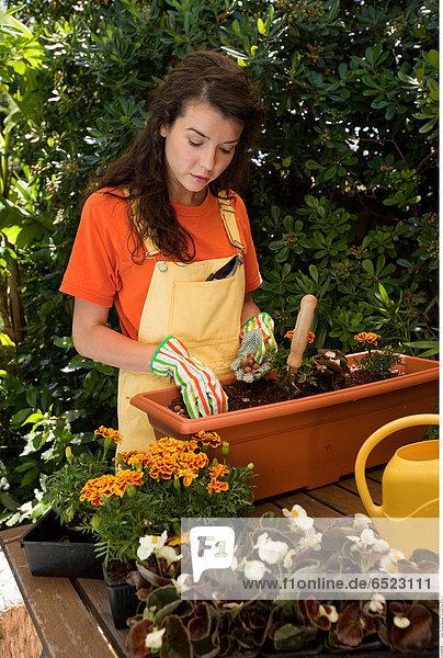 Woman gardening © Lucenet Patrice/Oredia