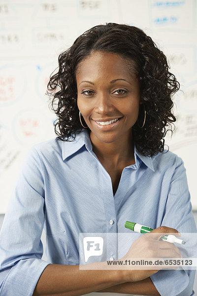Portrait  Geschäftsfrau  halten