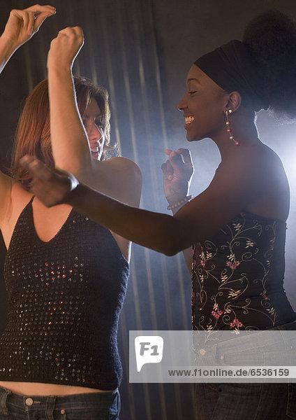 Frau  tanzen  Nachtklub  2