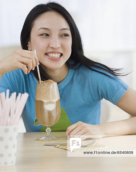 Milchshake  Frau  trinken