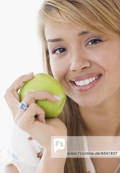 Frau  Hispanier  Apfel  essen  essend  isst