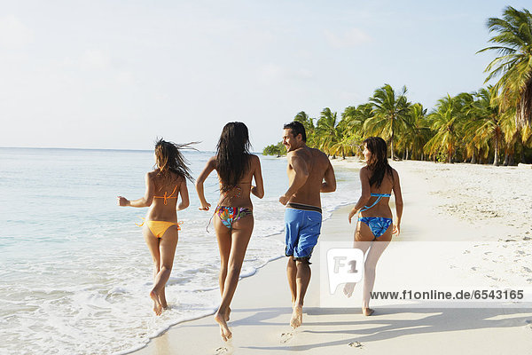 Freundschaft Strand rennen Südamerika