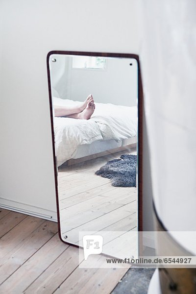 Mensch Spiegelung Schlafzimmer Spiegel