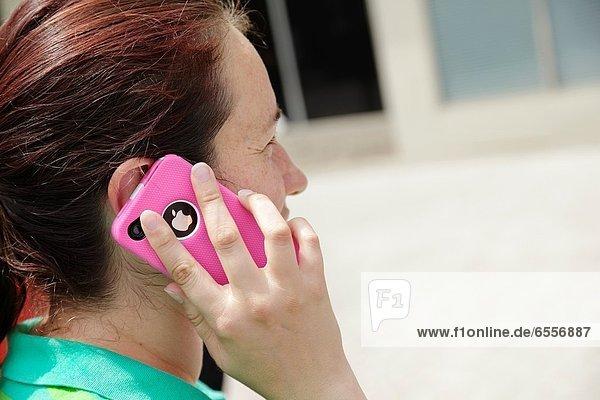 Vereinigte Staaten von Amerika  USA  Frau  sprechen  jung  Iphone