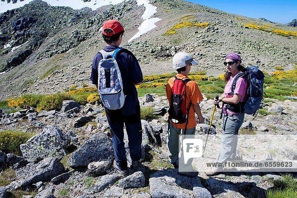 Bergsteiger  zwischen  inmitten  mitten  gehen  Region In Nordamerika  León  Salamanca  Spanien
