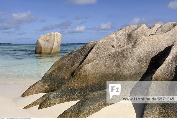 Felsen am Strand Source d«Argent auf der Insel La Digue *** Local Caption ***