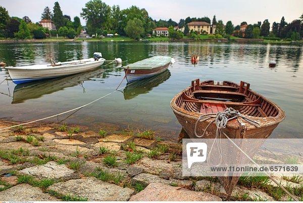Boot auf dem Fluss Ticino in Sesto Calende  Lombardei  Italien