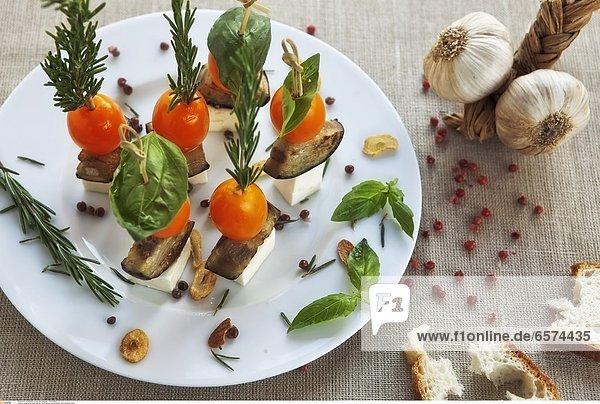 Auberginen-Feta-Spiesse mit Basilikum und Rosmarin