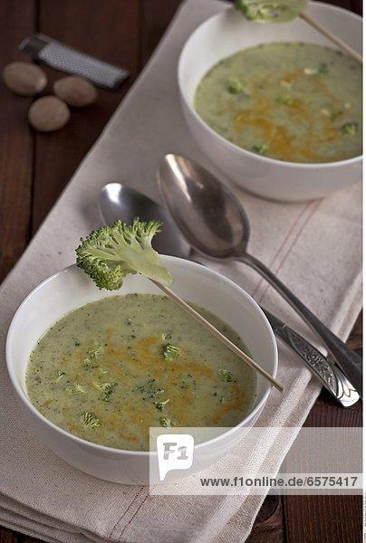 Broccoli Suppe mit Creme Fraiche und Kurkuma
