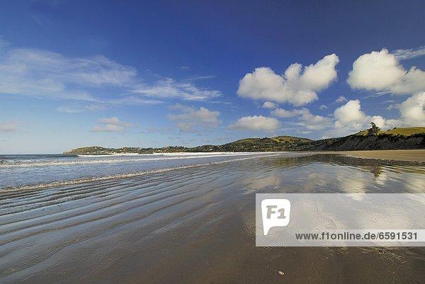 'Strand bei Moeraki mit Wolkenspiegelung  Pazifischer Ozean